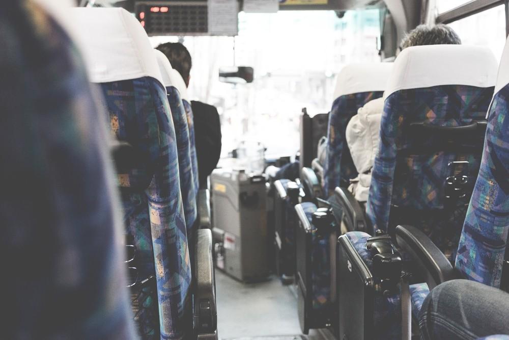 高速バスのススメ 快適さは新幹線に近づきつつあるが、イヤホンは必須です。